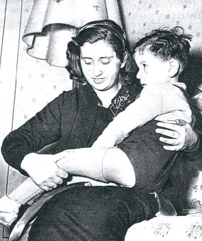 """Foto tratta dall'articolo («Settimo giorno», 6 giugno 1961): Marisa Mancini, """"guaritrice"""" di Pesaro"""